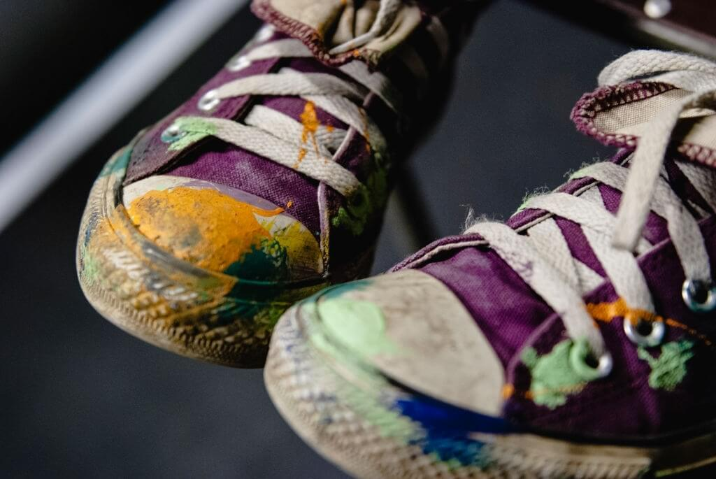 How to remove dry paint from shoes